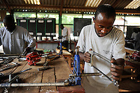 KENIA Turkana Region, refugee camp Kakuma, vocational training, metal workshop / Fluechtlingslager Kakuma, Berufsausbildung fuer Fluechtlinge