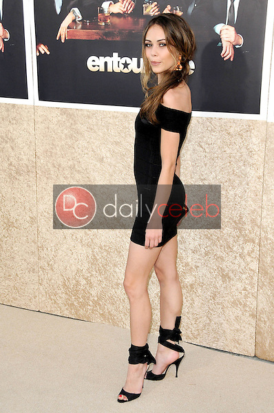 Alexis Dziena<br />at the Los Angeles Premiere of 'Entourage' Season Six. Paramount Theater, Hollywood, CA. 07-09-09<br />Dave Edwards/DailyCeleb.com 818-249-4998