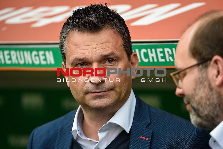 15.10.2016, WWK-Arena, Augsburg, GER, 1.FBL, FC Augsburg vs Schalke 04, im Bild<br /> <br /> Sportdirektor Christian Heidel  (FC Schalke 04) <br /> <br /> Foto &copy; nordphoto / Schreyer