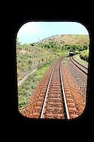 Conselheiro Pena_MG, Brasil. ..Trem visto da janela de outro trem na ferrovia Vitoria-Minas...A train view inside a other train on railway Vitoria-Minas...Foto: MARCUS DESIMONI /  NITRO