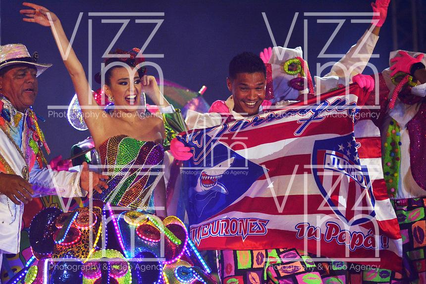 BARRANQUILLA - COLOMBIA, 19-01-2019: Con un homenaje a Eshercita Forero y a las Marimondas del Barrio Abajo, se realizó la lectura del Bando por parte de la Reina del Carnaval de Barranquilla 2019, Carolina Segebre Abudinen, y quedan oficialmente iniciadas las fiestas. La reina acompañada del Rey Momo, Freddy Cervantes y los reyecitos infantiles, Isabel Sofía Chacón y César De La Hoz, recibieron las llaves de la ciudad por parte del alcalde Alejandro Char Chaljub. La música estuvo a cargo de la Banda de Baranoa y grupos folclóricos locales. También se presentaron el Cantante dominicano, Eddy Herrera, además de Aníbal Velásquez y Dolcey Gutierrez. Para finalizar, sorprendió la aparición del jugador del Junior Teófilo Gutiérrez, disfrazado de marimonda junto a la reina del Carnaval 2019. / With a tribute to Eshercita Forero and the Marimondas of Barrio Abajo, El Bando was read by the Carnival Queen of Barranquilla 2019, Carolina Segebre Abudinen, and the Carnival parties are officially open. The queen, accompanied by King Momo, Freddy Cervantes and the infantile youngsters, Isabel Sofía Chacón and César De La Hoz, received the keys to the city from Mayor Alejandro Char Chaljub. The music was in charge of the Band of Baranoa and local folk groups. Also present were the Dominican Singer, Eddy Herrera, as well as Aníbal Velásquez and Dolcey Gutierrez. At he end of night Junior player Teófilo Gutiérrez, appeared disguised as a marimonda with the Queen of Carnival 2019.  Photo: VizzorImage / Alfonso Cervantes / Cont.
