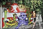 Il writer TENIA al lavoro sui muri di BUNKER, il nuovo progetto di Urbe nell'ex stabilimento SICMA Torino. Luglio 2012