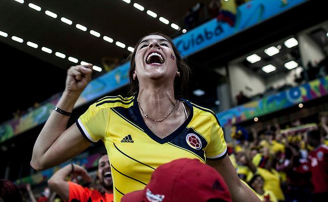 Daniela, esposa de James Rodriguez celebra el cuarto gol durante el partido que Colombia le gano 4 a1 a Japon  en Cuiaba el 24  de junio de 2014.<br /> <br /> Foto: Joaquin Sarmiento/Archivolatino<br /> <br /> COPYRIGHT: Archivolatino<br /> Solo para uso editorial. No esta permitida su venta o uso comercial.