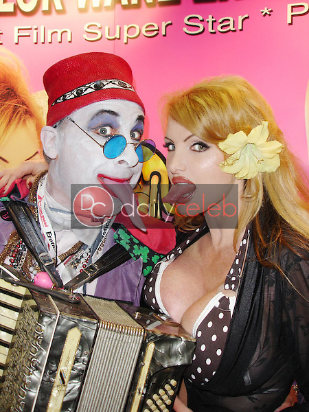Count Smokula and Taylor Wane<br />