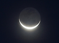 BOGOTA -COLOMBIA, 5-07-2013. Luna en la madrugada ./  Moon at sunrise<br /> .<br /> . Photo: VizzorImage/ Felipe Caicedo/ STAFF