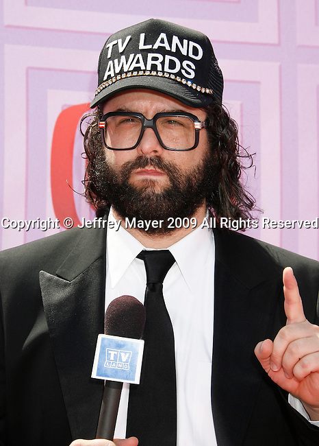 UNIVERSAL CITY, CA. - April 19: Judah Friedlander arrives at the 2009 TV Land Awards at the Gibson Amphitheatre on April 19, 2009 in Universal City, California.