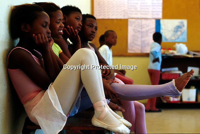didance00046 .Students in the 'Dance For All' programme operating in Khayelistsha and Guguletu outside Cape Town, South Africa. The programme was started by the Cape Town city Ballet  and has helped a lot of students to a get a better education..©Per-Anders Pettersson/iAfrika Photos