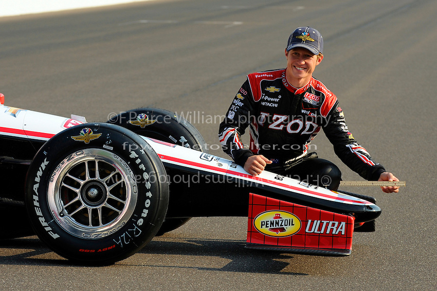 Polesitter Ryan Briscoe (#2) uses a ruler to show how much he beat James Hinchcliffe (#27) by, 9.168 inches.