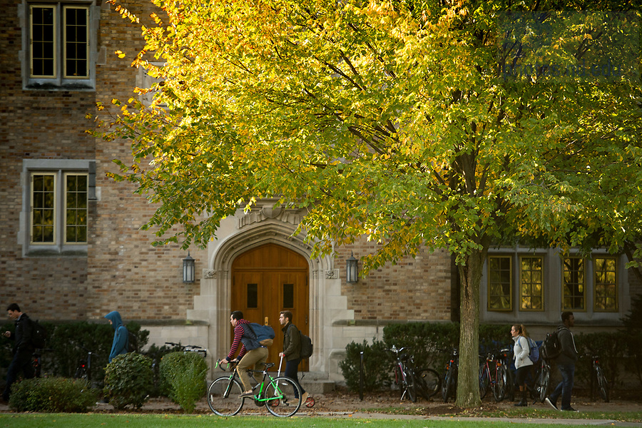 October 26, 2017; South Quad on a fall morning (Photo by Matt Cashore/University of Notre Dame)
