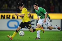 FUSSBALL   1. BUNDESLIGA   SAISON 2011/2012   23. SPIELTAG Borussia Dortmund - Hannover 96                        26.02.2012 Shinji Kagawa (li, Borussia Dortmund) gegen Mario Eggimann (re, Hannover 96)