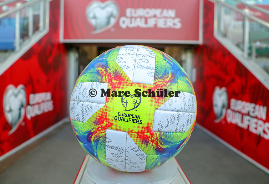 Spielball für die EM-Qualifikation liegt bereit - 09.09.2019: Nordirland vs. Deutschland, Windsor Park Belfast, EM-Qualifikation DISCLAIMER: DFB regulations prohibit any use of photographs as image sequences and/or quasi-video.