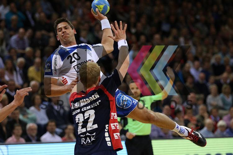 Flensburg, 16.05.2015, Sport, Handball, DKB Handball Bundesliga, Saison 2014/2015, SG Flensburg-Handewitt - TBV Lemgo : Rolf Hermann (TBV Lemgo, #20), Anders Zachariassen (SG Flensburg-Handewitt, #22)<br /> <br /> Foto &copy; P-I-X.org *** Foto ist honorarpflichtig! *** Auf Anfrage in hoeherer Qualitaet/Aufloesung. Belegexemplar erbeten. Veroeffentlichung ausschliesslich fuer journalistisch-publizistische Zwecke. For editorial use only.