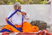 Asia,India,Punjab, Anandpur Sahib, sikh pilgrim prepares his turban to the Holla Mohalla annual festival