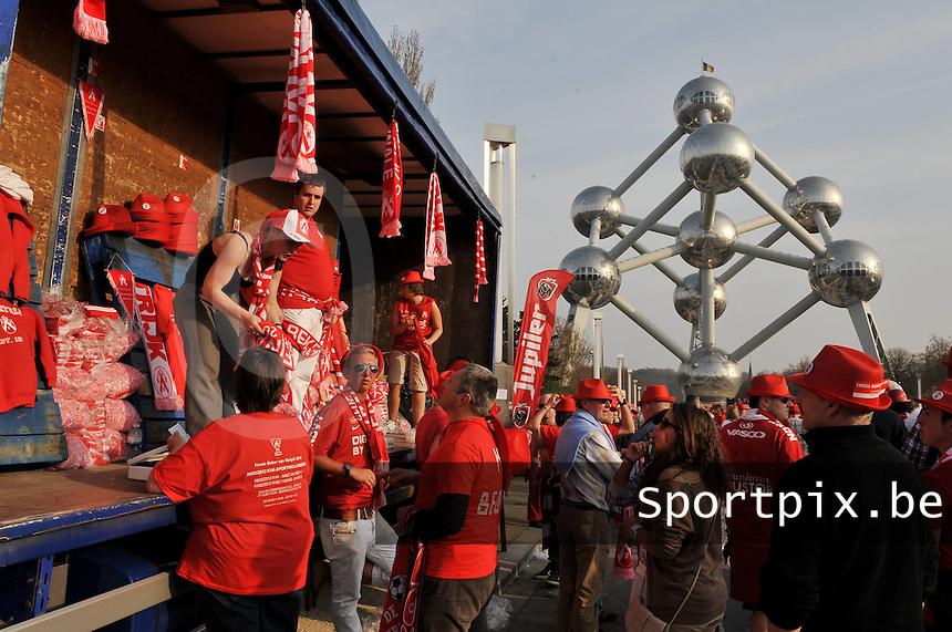 Bekerfinale KV Kortrijk - Sporting Lokeren : supporters Voor de finale in het KVK - Dorp aan de Heyzel ..foto VDB / Bart Vandenbroucke