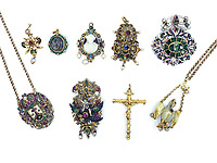 BNPS.co.uk (01202 558833)<br /> Pic: KidsonTrigg/BNPS<br /> <br /> The stunning jewels - some dating back 500 years.<br /> <br /> Frozen Assets - Over a £100,000 of Renaissance era jewellry found under a frozen joint of lamb in a run down chalet bungalow is coming up for auction.<br /> <br /> Amazed auctioneers found the hidden gems in the ramshakle hoarders freezer near Uffington in Wiltshire - where the canny late owner had gone to great lengths to protect her precious haul.<br /> <br /> However, the hidden stash wasn't the result of a bank heist but belonged to an eccentric collector who amassed the items in the 1960s - and kept the receipts to prove it.<br /> <br /> She passed away recently and her family brought in experts to hunt out relics they knew their relative had hidden away over the years.