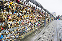Parigi nella foto lucchetti geografico Parigi 04/11/2016 foto Matteo Biatta<br /> <br /> Paris in the picture padlocks geographic Paris 04/11/2016 photo by Matteo Biatta