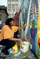 Volunteers paint a mural in Union Square Park in New York designed by the artist Kenny Scharf. (© Richard B. Levine)