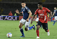 BOGOTA - COLOMBIA, 04-08-2018: Roberto Ovelar (Izq) jugador de Millonarios disputa el balón con Elvis Perlaza (Der) jugador de Deportivo Independiente Medellín durante partido por la fecha 3 de la Liga Águila II 2018 jugado en el estadio Nemesio Camacho El Campin de la ciudad de Bogotá. / Roberto Ovelar (L) player of Millonarios fights for the ball with Elvis Perlaza (R) player of Deportivo Independiente Medellin during the match for the date 3 of the Liga Aguila II 2018 played at the Nemesio Camacho El Campin Stadium in Bogota city. Photo: VizzorImage / Gabriel Aponte / Staff.