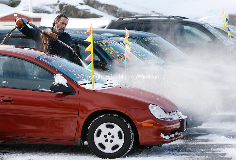 PLYMOUTH, CT, 01/11/08- 011109BZ03- Tim Donahue, owner, of D &amp; D Auto Works, Inc. uses a pressure washer with hot water to clear snow from used cars on his lot Sunday.  <br />  Jamison C. Bazinet Republican-American