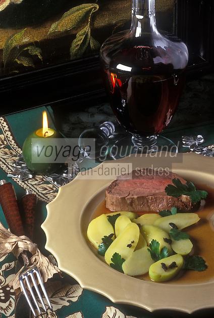 Gastronomie générale/Repas de Réveillon: Coeur de filet de boeuf sauce aux truffes, poêlée de rattes de Noirmoutiers servi avec une Côte-Rotie
