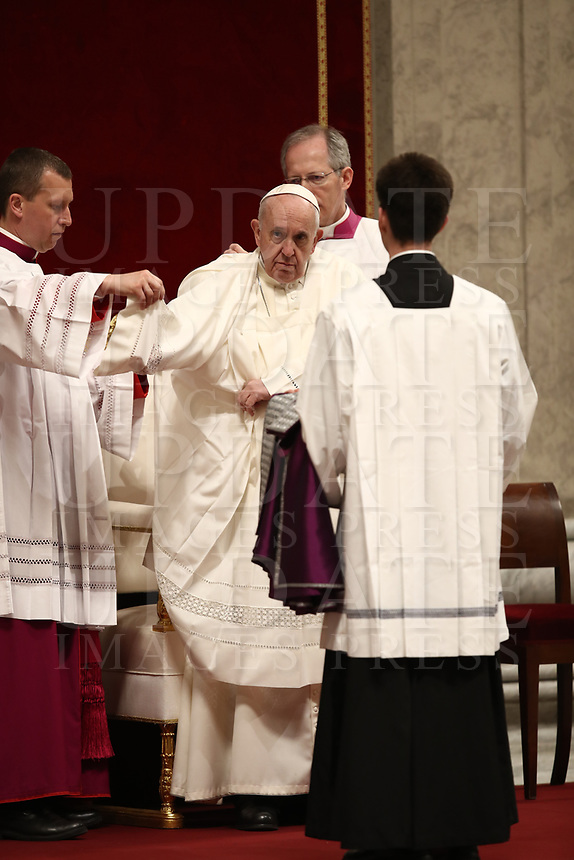 Papa Francesco celebra la Liturgia Penitenziale nella Basilica di San Pietro. Città del Vaticano, 29 marzo, 2019.<br /> Pope Francis leads the celebration of the Sacrament of Penance in Saint Peter's Basilica at the Vatican, on March 29, 2019.<br /> UPDATE IMAGES PRESS/Isabella Bonotto<br /> <br /> STRICTLY ONLY FOR EDITORIAL USE