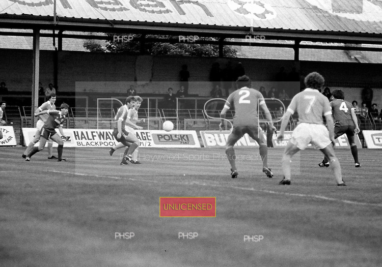 03/09/1980 Blackpool v Everton  League Cup 2nd Round 2nd Leg .Dave Hockaday attempts to disect the Everton defence....© Phill Heywood.