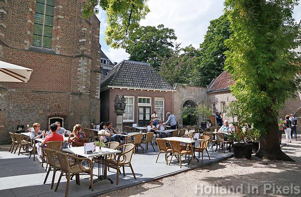 Het terras van het Museumcafe van Museum Gouda.