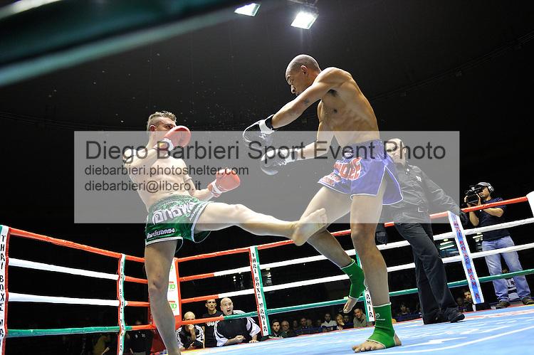 02 marzo 2012 - Thai Boxe Mania<br /> Torino, Palaruffini<br /> <br /> Alessio Arduini (SX) ITA<br /> Christian Zahe (DX) ITA