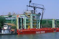 """- pusher of """"Fluviopadana"""" company on Po river, diesel oil refueling electrical power plant of Sermide....- spintore della compagnia """"Fluviopadana"""" sul fiume Po, rifornimento di gasolio alla centrale elettrica di Sermide"""