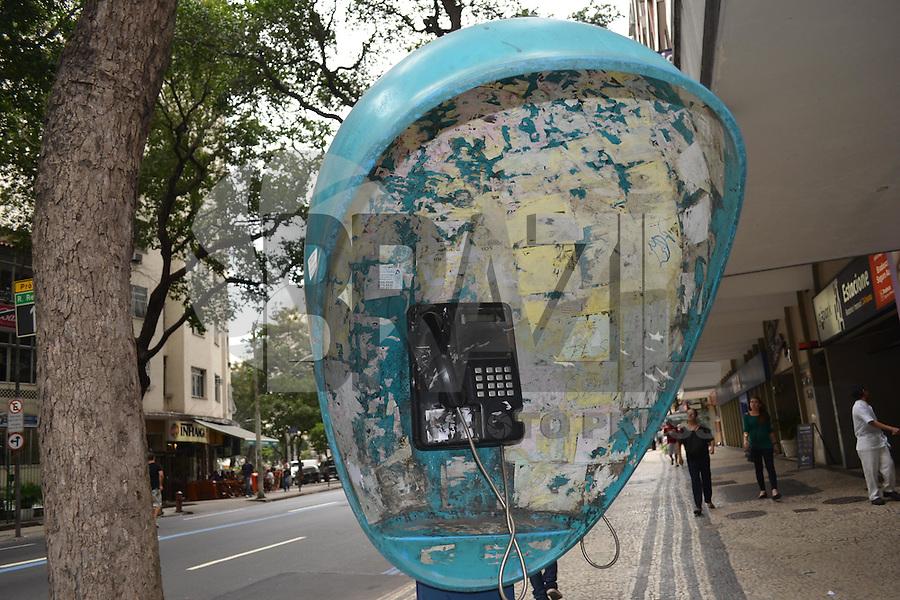 RIO DE JANEIRO, RJ, 14 AGOSTO 2012 - CONSERVACAO DE ORELHOES - Anatel abre consulta popular sobre a preservacao dos orelhoes no RJ. Orelhoes em pessimas condicoes, em Copacabana, zona sul do Rio de Janeiro.(FOTO:MARCELO FONSECA / BRAZIL PHOTO PRESS).