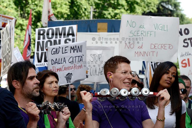 Roma, 6 Maggio 2017<br /> &nbsp;Roma non si vende, corteo dei movimenti per il diritto all'abitare,  cooperative sociali  comitati di territoriali, contro la privatizzazione, la vendita di beni pubblici, il taglio dei servizi sociali, gli sfratti e le politiche della sindaca Virgina Raggi.