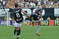 ATENÇÃO EDITOR: FOTO EMBARGADA PARA VEÍCULOS INTERNACIONAIS - SÃO PAULO, SP, 27 OUTUBRO DE 2012 - CAMPEONATO BRASILEIRO - CORINTHIANS x VASCO DA GAMA: Ralf (d) durante partida Corinthians x Vasco da Gama,  válida pela 33ª rodada do Campeonato Brasileiro de 2012, em partida disputada no Estádio do Pacaembu em São Paulo. FOTO: LEVI BIANCO - BRAZIL PHOTO PRESS