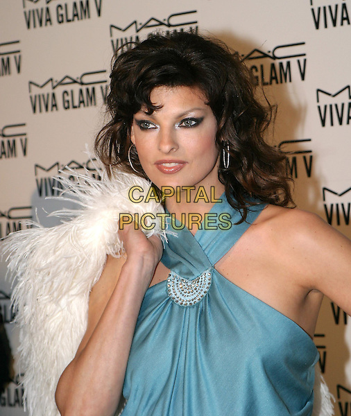 LINDA EVANGELISTA.MAC Make-Up Viva Glam V Launch, The Hempel Hotel, Craven Hill Gardens.18 February 2004.smoky eyeshadow, white feather boa.www.capitalpictures.com.sales@capitalpictures.com.© Capital Pictures.