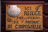 Europe/France/Aquitaine/64/Pyrénées-Atlantiques/Saint-Jean-Pied-de-Port: Rue de la Citadelle - Détail de l'enseigne du refuge pour les pèlerins du chemin de Saint-Jacques de Compostelle