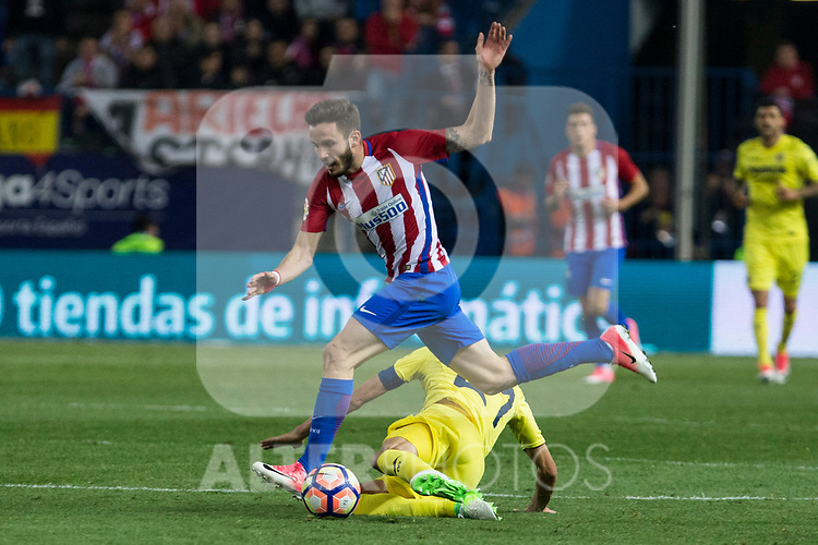 Saul Iniguez of Atletico de Madrid competes for the ball with  Bruno Soriano of Villarreal during the match of La Liga between Atletico de Madrid and Villarreal at Vicente Calderon  Stadium  in Madrid, Spain. April 25, 2017. (ALTERPHOTOS/Rodrigo Jimenez)