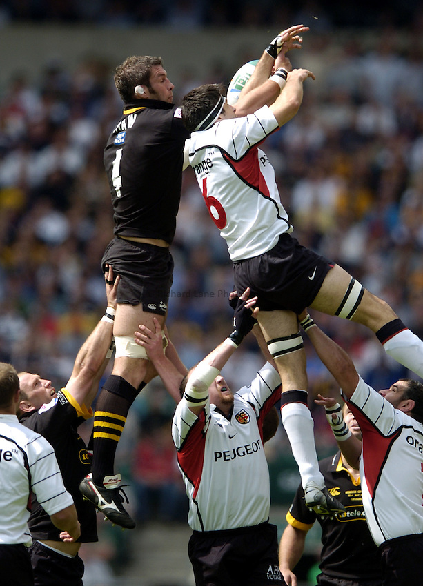 Photo: Richard Lane..London Wasps v Toulouse. Heinenken Cup Final. 23/05/2004..Simon Shaw beats Jean Bouilhou to the ball.