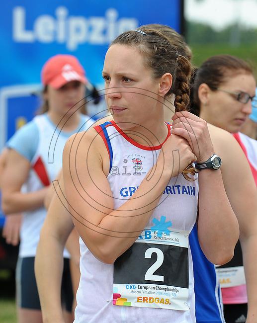 DKB EM Europameisterschaft Moderner Fünfkampf in Leipzig - Qualifikation - im Bild: die Britin Heather Fell am Start zum Combined. Porträt . Foto: Norman Rembarz..