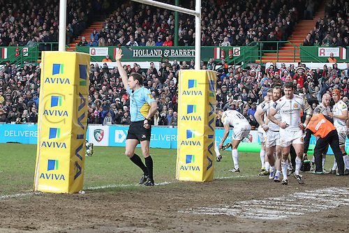 06.03.2016. Welford Road, Leicester, England. Aviva Premiership. Leicester Tigers versus Exeter Chiefs.  Referee Mathew Carley awards the Tigers pack a penalty try.