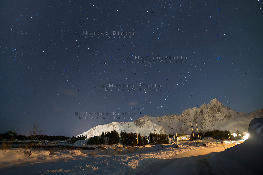 Isole Lofoten nella foto cielo stellato notturno geografico Ballstad 13/02/2016 foto Matteo Biatta<br /> <br /> Lofoten Islands in the picture nocturnal starry sky geographic Ballstad 13/02/2016 photo by Matteo Biatta