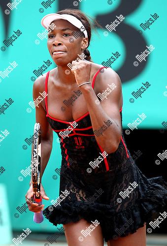 2010-05-26 / Tennis / Roland Garros 2010 / Day 4 / Venus Williams (USA) wins her game against   Arantxa Parra Santonja (ESP)..Foto: mpics