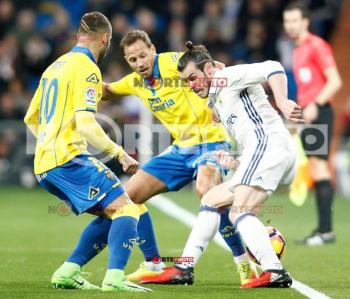Real Madrid's Gareth Bale (r) and UD Las Palmas' Jese Rodriguez (l) and Dani Castellano during La Liga match. March 1,2017. (ALTERPHOTOS/Acero) /NORTEPHOTOmex