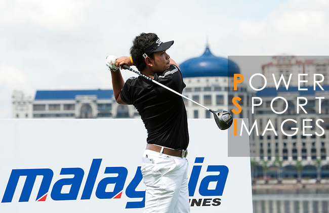 Chinnarat Phadungsil in action during a practice round during the CIMB Asia Pacific Classic 2011.  Photo © Raf Sanchez / PSI for Carbon Worldwide