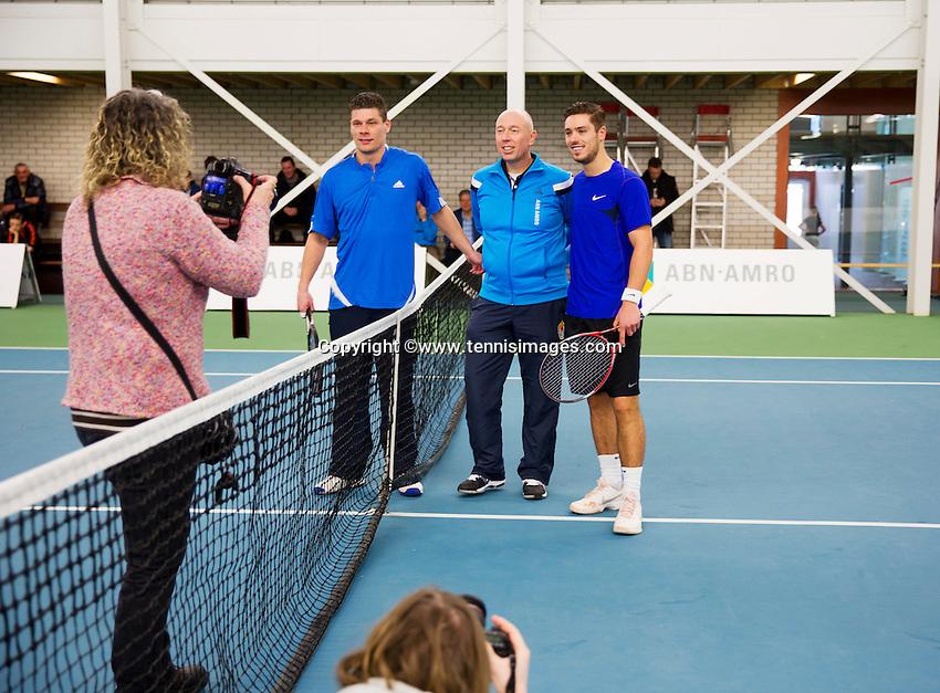 Januari 24, 2015, Rotterdam, ABNAMRO, Supermatch, in the middle umpire Rob Mulder, right Tim van Terheijden, left Rene d Hooge poging for photo<br /> Photo: Tennisimages/Henk Koster