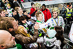 Stockholm 2015-03-14 Bandy SM-final herrar Sandvikens AIK - V&auml;ster&aring;s SK :  <br /> V&auml;ster&aring;s Tobias Holmberg h&auml;lsar p&aring; V&auml;ster&aring;s supportrar efter matchen mellan Sandvikens AIK och V&auml;ster&aring;s SK <br /> (Foto: Kenta J&ouml;nsson) Nyckelord:  SM SM-final final Bandyfinal Bandyfinalen herr herrar VSK V&auml;ster&aring;s SAIK Sandviken jubel gl&auml;dje lycka glad happy supporter fans publik supporters