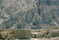 The Kakrak village and is 6 meters Buddha statue in 1996..In the Kakrak Valley, 2 kilometres south of the giant Bamiyan Buddha cliff , there is a 6 meters standing Buddha in a niche which was discovered in 1930. The Buddha niche is also surrounded by caves but the paintings were painstakingly removed by French archaeologists..Some scholars consider these mystic diagrams from Kakrak to be the earliest specimens of the type of cosmic Mandala found today in Nepal and Tibet.