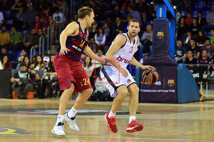 Turkish Airlines Euroleague 2016/2017.<br /> Regular Season - Round 4.<br /> FC Barcelona Lassa vs Brose Bamberg: 78-74.<br /> Brad Oleson vs Janis Strelnieks.