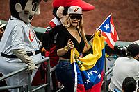 Mujer aficionada con gorra de Venezuela. Belleza venezolana. Sexy . Aficionadas al beisbol. <br /> .<br /> Partido de beisbol de la Serie del Caribe con el encuentro entre Caribes de Anzo&aacute;tegui de Venezuela  contra los Criollos de Caguas de Puerto Rico en estadio Panamericano en Guadalajara, M&eacute;xico,  s&aacute;bado 5 feb 2018. <br /> (Foto: Luis Gutierrez)<br /> <br /> Baseball game of the Caribbean Series with the match between Caribes de Anzo&aacute;tegui of Venezuela against the Criollos de Caguas of Puerto Rico, at the Pan American Stadium in Guadalajara, Mexico, Saturday, February 5, 2018.<br /> (Photo: Luis Gutierrez)