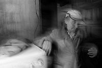 Maria de Ligonde e unha muller do rural galego, da zona de Lugo. O seu home esta enfermo, e un fillo traballa fora. Ela ten que facerse cargo de todas as tarefas de casa, asi como do coidado dos animais. E un claro exemplo do matriarcado en Galicia.