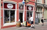 Nederland  Hoorn 2016. Bevoorrading van een Slijterij. Foto Berlinda van Dam / Hollandse Hoogte