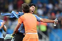 FUSSBALL WM 2014  VORRUNDE    GRUPPE D     Uruguay - England                     19.06.2014 Luis Suarez (hinten) und Torwart Fernando Muslera (beide Uruguay) jubeln nach dem Abpfiff
